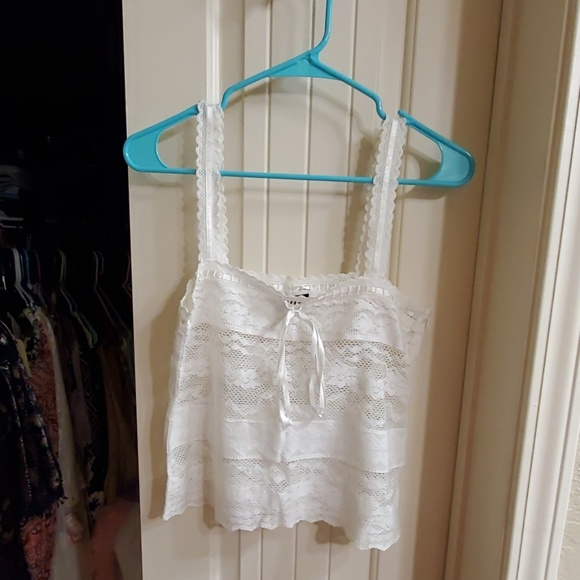 American Eagle Outfitters Tops - Adorable lace cami top